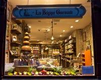 BRUGES/BELGIUM - 13-ое апреля 2014: Внешняя витрина магазина Chocolatier бельгийский шоколад Стоковая Фотография