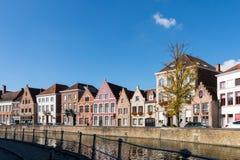 BRUGES BELGIUM/EUROPA, WRZESIEŃ 26, -: Budynki przy ca Fotografia Royalty Free