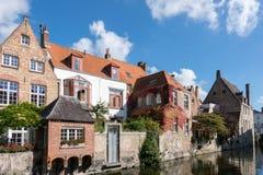 BRUGES BELGIUM/EUROPA, WRZESIEŃ 26, -: Budynki przy ca Zdjęcie Royalty Free