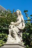 BRUGES BELGIUM/EUROPA, WRZESIEŃ 25, -: Statua c i kobieta Zdjęcie Royalty Free
