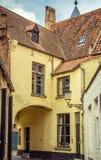 Bruges - caminhadas por suas ruas velhas imagem de stock