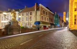 Bruges Canal de ville dans l'éclairage de nuit image libre de droits