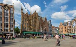 Bruges - den Grote marktfyrkanten Arkivfoto