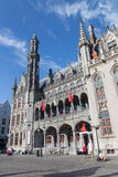 Bruges - fachada gótico neo do builidnig de Historium dos anos 1910-1914 no quadrado de Grote Markt Fotos de Stock Royalty Free