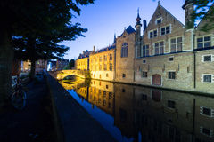 Bruges kanał nocą Obrazy Royalty Free