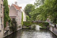 Bruges kanal Belgien Arkivbild