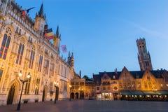 Bruges - la place de Burg et la façade de l'hôtel de ville gothique photo libre de droits
