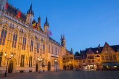Bruges - la place de Burg et la façade de l'hôtel de ville gothique photos libres de droits