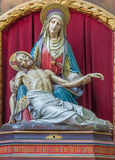 Bruges - le Pieta découpé néogothique dans l'église de St Jacobs (Jakobskerk) images libres de droits