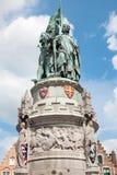 Bruges - minnesmärken av Jan Breydel och Pieter De Coninck på Groten Markt Royaltyfria Bilder