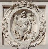 Bruges - relevo de St John o batista sobre ele fachada da igreja barroco de Carmelites Fotos de Stock