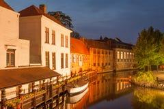 Bruges romantica alla notte Fotografia Stock