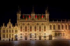 Bruges stad Hall Stadhuis van Brugge på natten, Brugge, Belgien, Europa arkivbilder