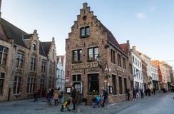 Brugge, западная Фландрия Бельгия - декабрь 2018: средневековый городской пейзаж городка стоковые изображения