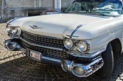BRUGGE, BELGIË EUROPA - 25 SEPTEMBER: Cadillac-huwelijksauto binnen Royalty-vrije Stock Foto
