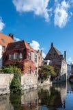 BRUGGE, BELGIË EUROPA - 26 SEPTEMBER: Gebouwen naast ca Royalty-vrije Stock Afbeeldingen
