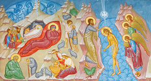 BRUGGE, BELGIË: Fresko van de Geboorte van Christusscène en het Doopsel van de scène van Christus in st Constanstine en Helena royalty-vrije stock fotografie