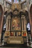BRUGGE BELGIEN - APRIL 22: Altare i Salvatorskathe royaltyfri foto