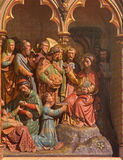 BRUGGE BELGIEN - JUNI 13, 2014: Miraklet av multiplikation av mat Snida huvudsakligt altare för form (19 cent ) i St Giles Royaltyfria Foton