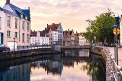 Brugge cityscape i aftonen arkivbilder