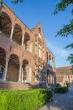 Brugge - de werf van Heilige John Hospital (Sint Janshospitaal) in avond Stock Afbeeldingen