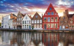 Brugge - Kanalen van Brugge, België, die mening gelijk maken stock afbeeldingen