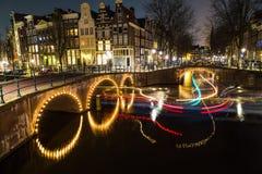 Bruggen bij de kanalenintersectio van Leidsegracht en Keizersgracht- Stock Foto's