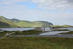 Bruggen in de weg van Eilanden Lofoten E10 Stock Fotografie