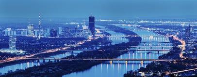 Bruggen op de Rivier van Donau in Wenen Stock Afbeelding