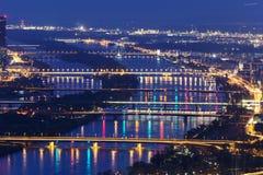 Bruggen op de Rivier van Donau in Wenen Stock Foto