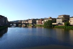 Bruggen over Arno River Florence Italy stock foto