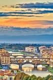 Bruggen over Arno-rivier in Florence Stock Afbeeldingen