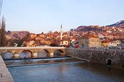 Bruggen over de rivier van Sarajevo, bosnia Stock Foto