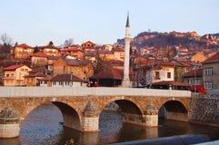Bruggen over de rivier van Sarajevo, bosnia Stock Fotografie