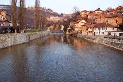 Bruggen over de rivier van Sarajevo, bosnia Stock Foto's