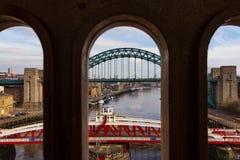 Bruggen over rivier de Tyne bij Quayside van Newcastle Royalty-vrije Stock Afbeeldingen