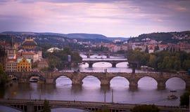 Bruggen van Praag bij dageraad. Royalty-vrije Stock Foto's