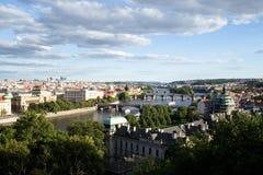 Bruggen van Praag over Vltava-Rivier, Toneelmening van Letna Royalty-vrije Stock Foto
