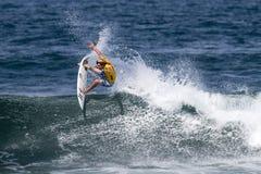 Brughiera Joske che pratica il surfing nella Triple Crown Hawai Immagini Stock