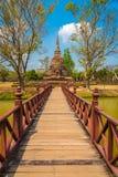 Brugmanier aan tempel Royalty-vrije Stock Fotografie