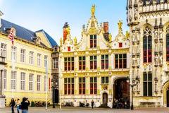 Brugse Vrije的历史建筑在布鲁基,比利时中世纪的城镇正方形的  免版税库存照片