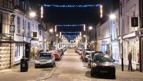 Brugstraat St Ives, Cambridgeshire bij Nacht met Kerstmisli Royalty-vrije Stock Foto