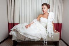 Bruid bij hotel Stock Afbeeldingen