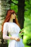 Bruid in bos Royalty-vrije Stock Fotografie