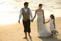 Bruid, bruidegom en bloemmeisje Royalty-vrije Stock Fotografie