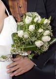 Bruid, bruidegom en huwelijksboeket Stock Foto's