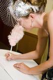 Bruid die het Register van het Huwelijk ondertekent royalty-vrije stock fotografie