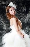 Bruid die huwelijkskleding dragen Royalty-vrije Stock Afbeeldingen