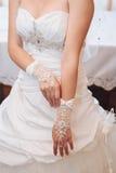 Bruid die klaar wordt Mooie bruid in wit Royalty-vrije Stock Foto