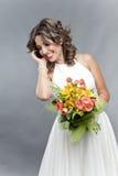 Bruid die op de telefoon spreekt Stock Foto's